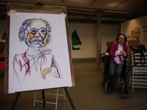 drawing of Liz Carr as she poses for Tanya to draw her
